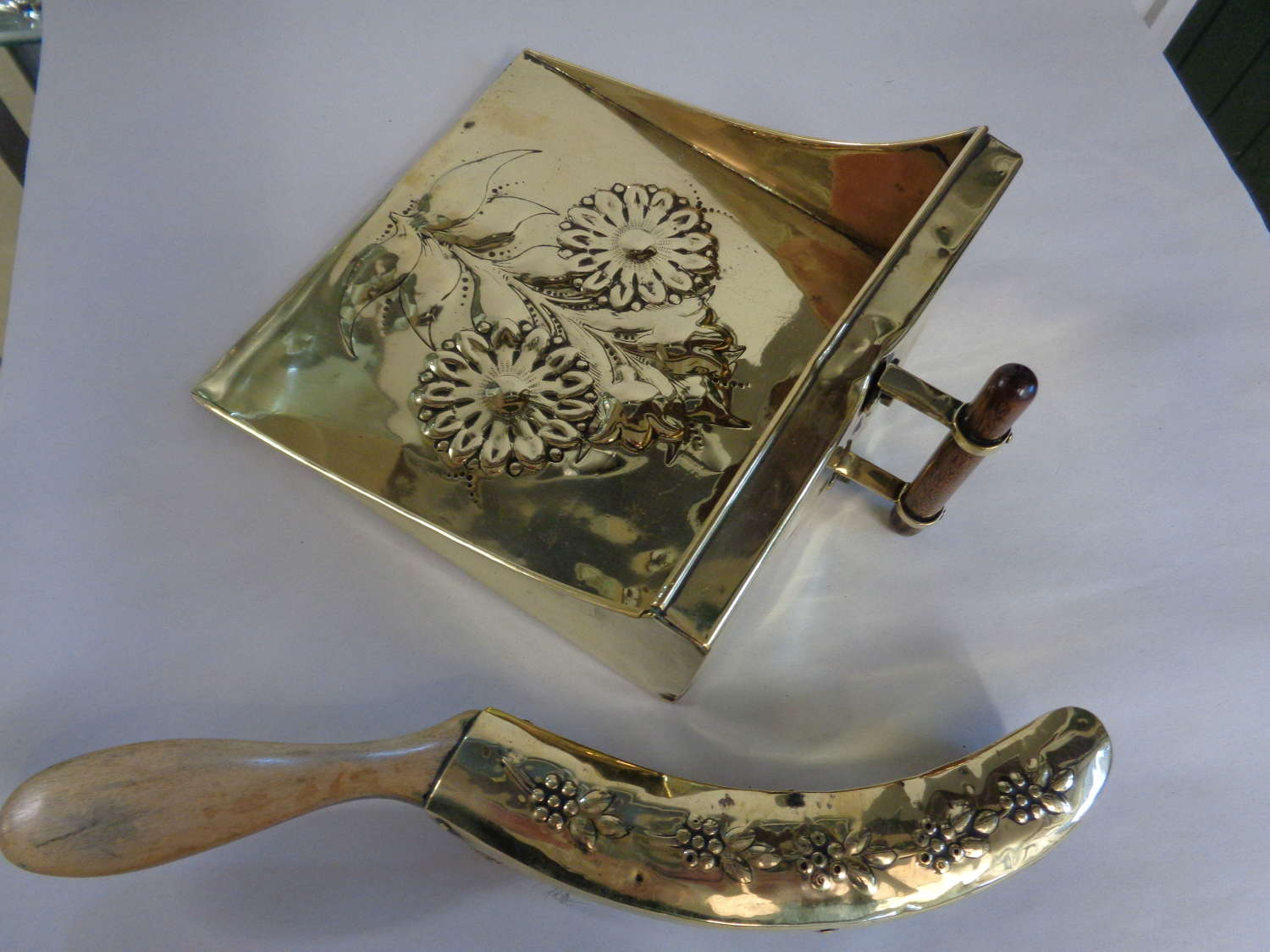 Art Nouveau Brass Crumb Tray & Brush